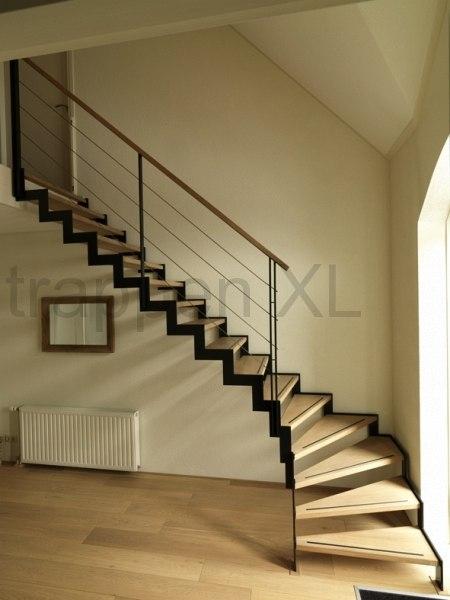 Muizenboomtrappen een strakke en minimalistische design trap - Moderne trap kwartslag ...