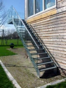Alles over de buitentrap design trappen op maat trappenxl for Trap buiten hout