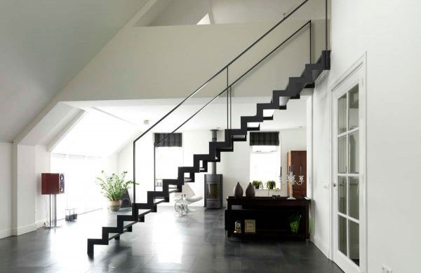 Basic interieur trap rechte lijnen