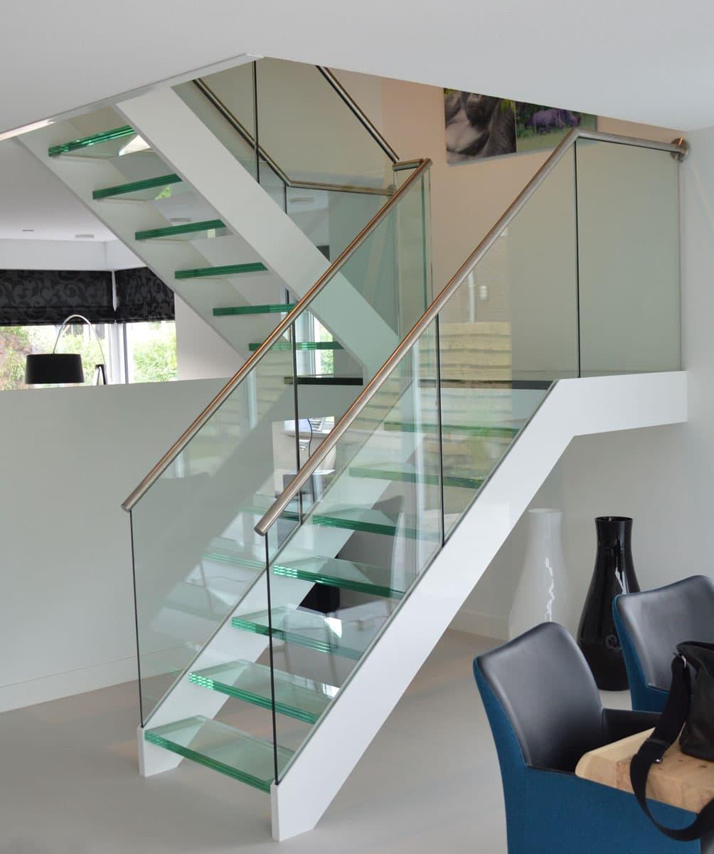 gt09b trap met glazen treden