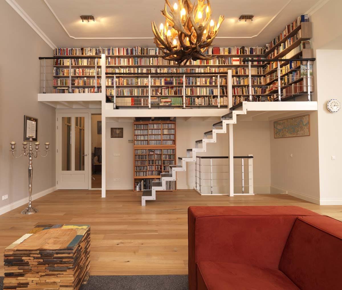 mut07a Muizeboomtrappen bibliotheektrap in Zaandam