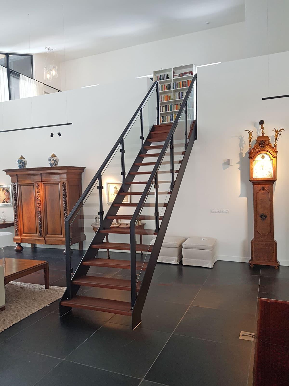 rt51a rechte trap in villa