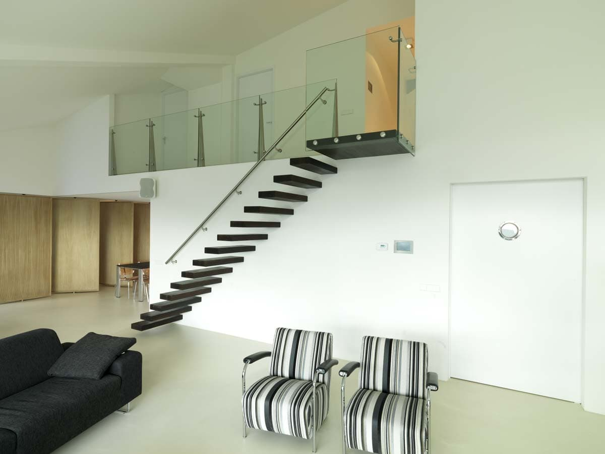 zt01b zwevende trap met wengé treden