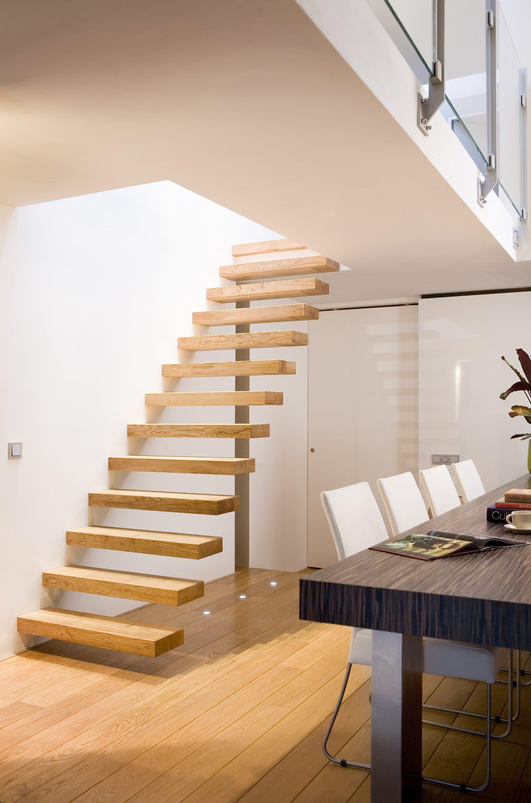 zt02a zwevende trap eikenhouten treden