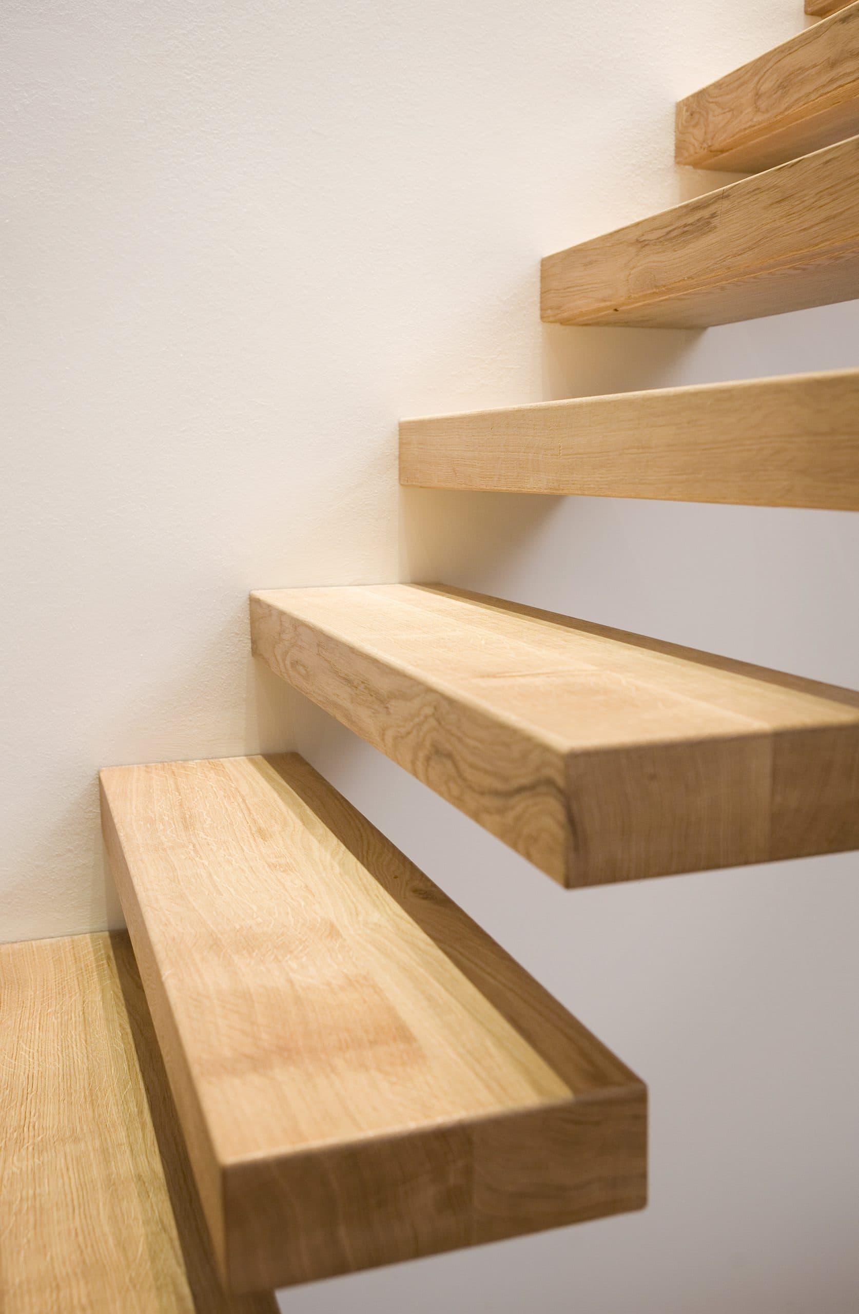 zt02b zwevende trap weggewerkte constructie