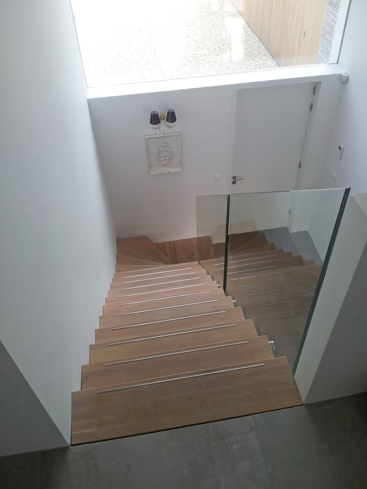 zt12d zwevende trap Hoogeveen