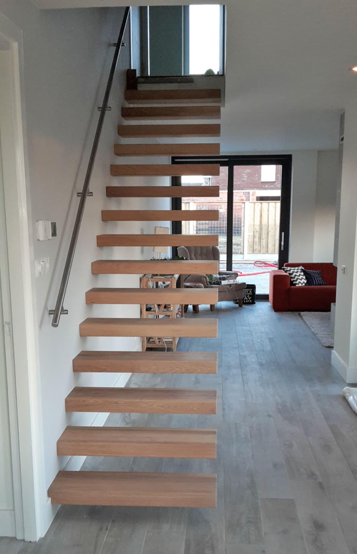 zt15b zwevende trap in kamer