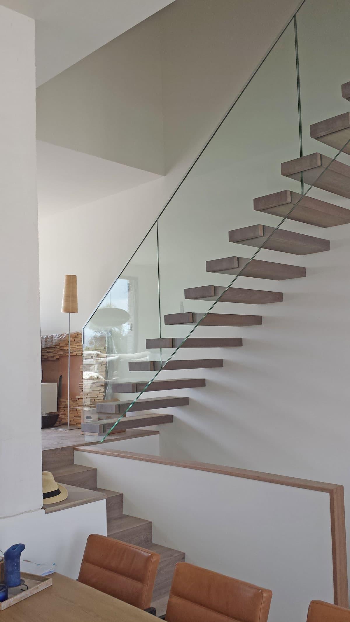 zt16b zwevende trap met glazen balustrade