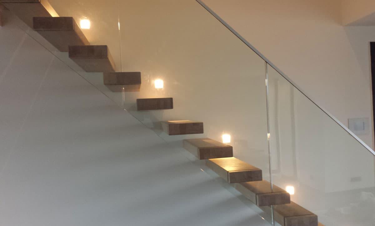 zt17b zwevende trap met glasbalustrade