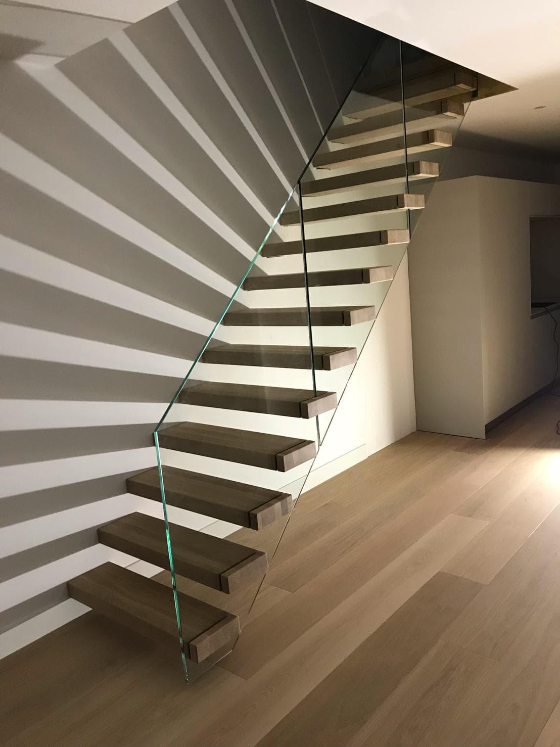 zt20a zwevende trap met lichteffect