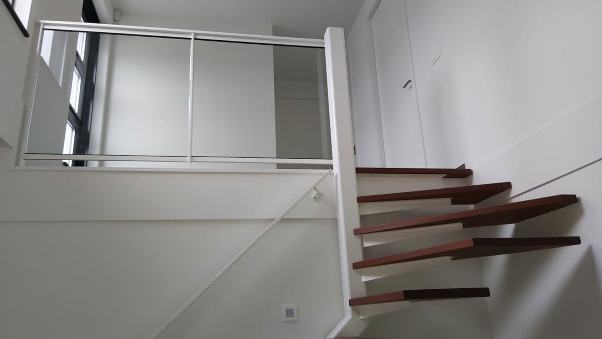 zt24b zwevende trap