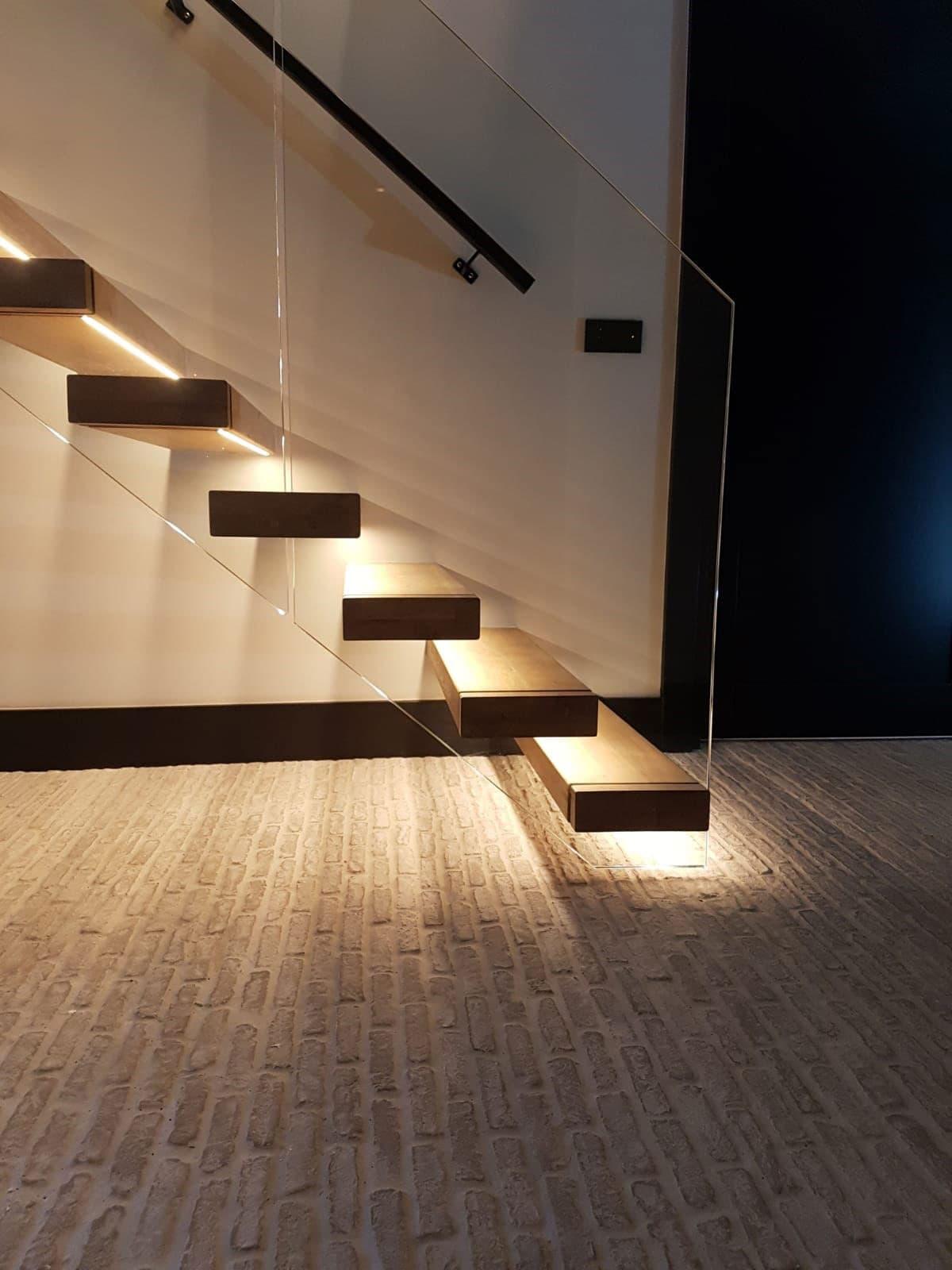 zt26e zwevende trap met ledverlichting