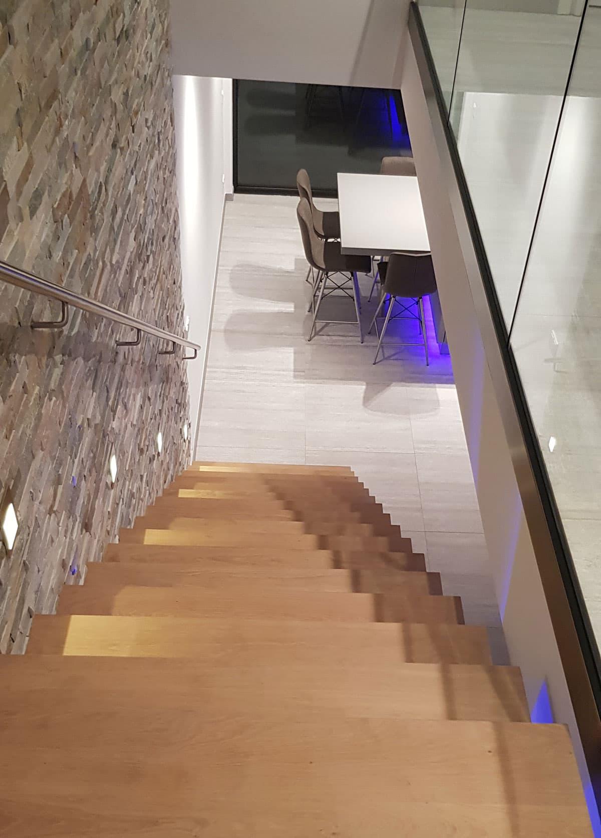 zt23c zwevende trap met eiken treden
