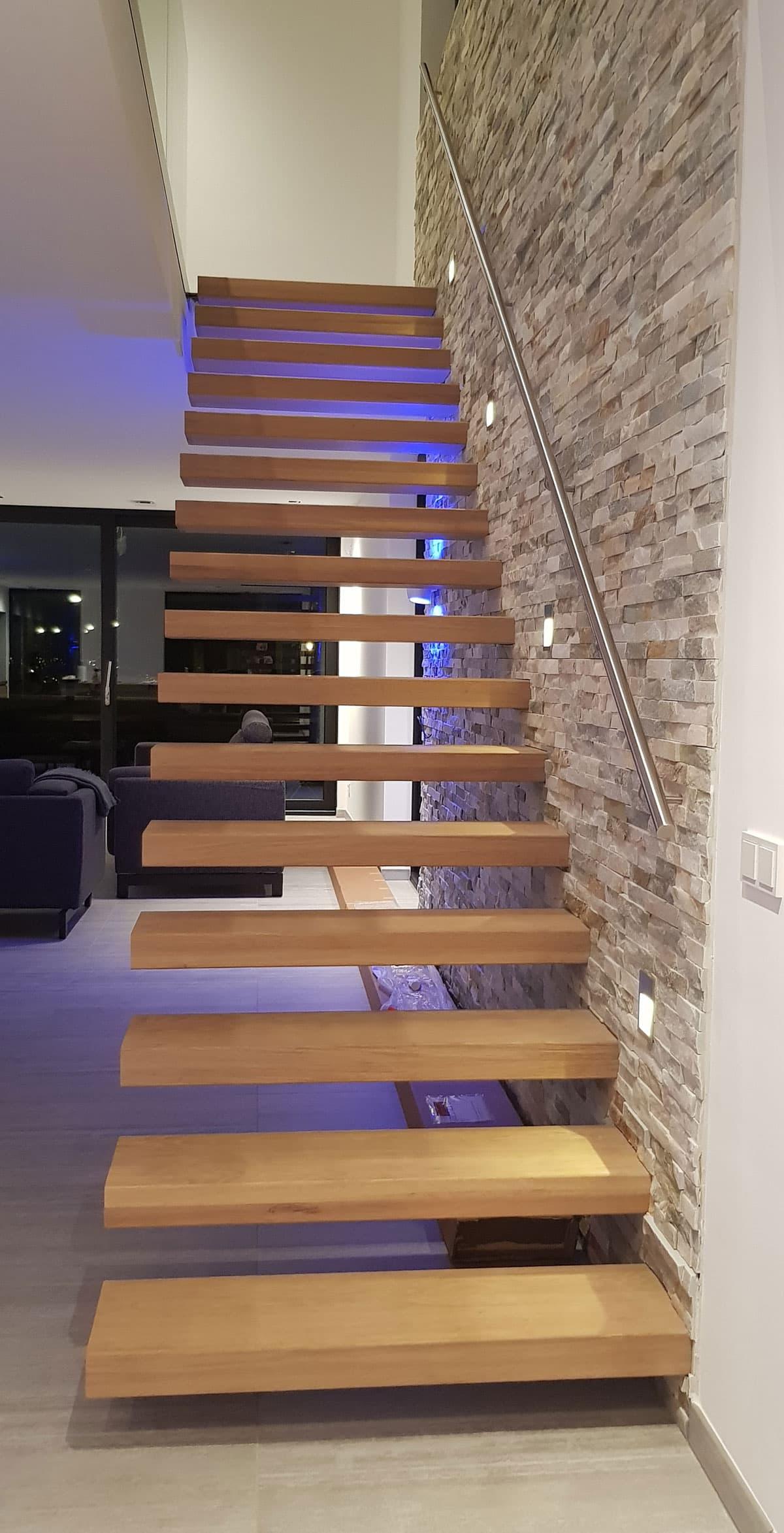 zt23e zwevende trap met eiken treden