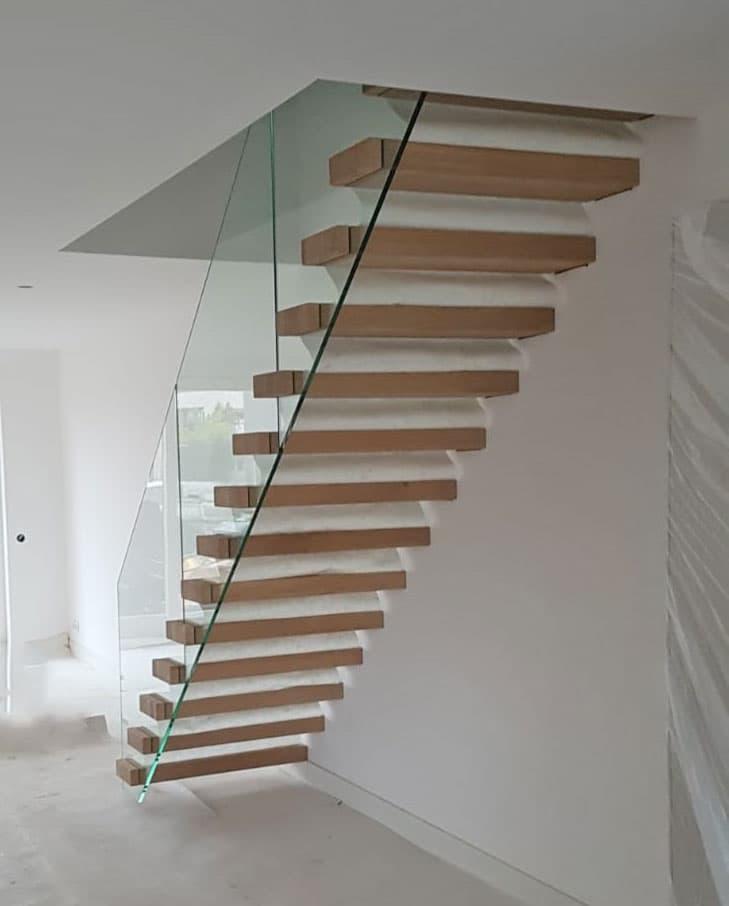 zwevende trap glazen balustrade recensie